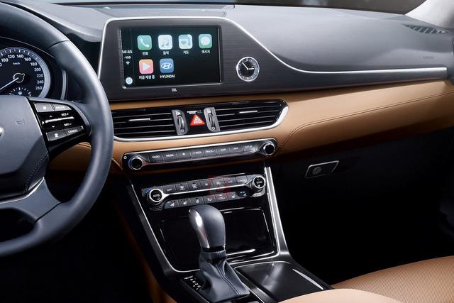 Cụm điều khiển trung tâm của Hyundai Azera thế hệ mới
