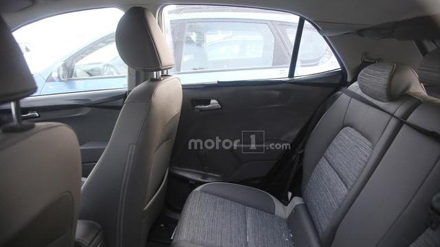 Hình ảnh trên đường thử cho thấy nội thất cao cấp hơn của Kia Morning mới.