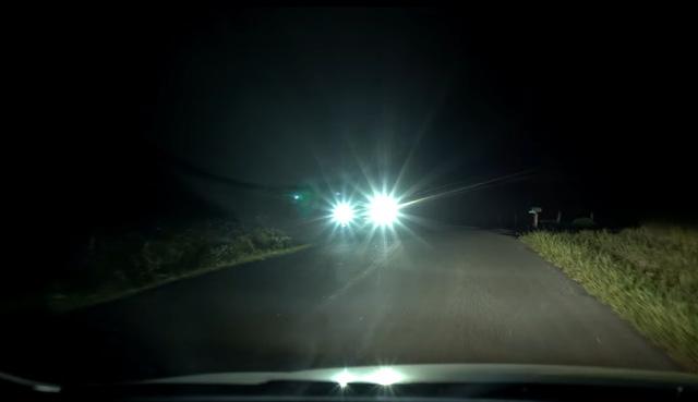 Hệ thống đèn pha rất chói của Ford F-150 đời mới.