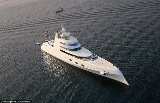 Siêu du thuyền A được sản xuất bởi hãng Blohm & Voss nổi tiếng. Hãng này đã mất 4 năm để phát triển và hoàn thiện chiếc siêu du thuyền A trước khi bàn giao cho tỷ phú Melnichenko.