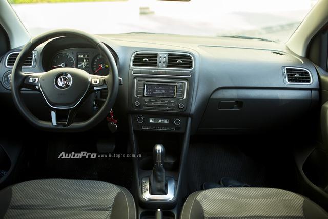 Không gian nội thất đơn giản của Volkswagen Polo hatchback nhưng lại có độ hoàn thiện chi tiết ở mức độ tốt và tạo cảm giác bền bỉ, sử dụng lâu dài.