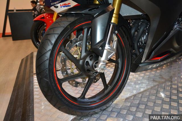 Đánh giá xe Honda CBR250RR 2017 về thiết kế vận hành & giá bán 9.