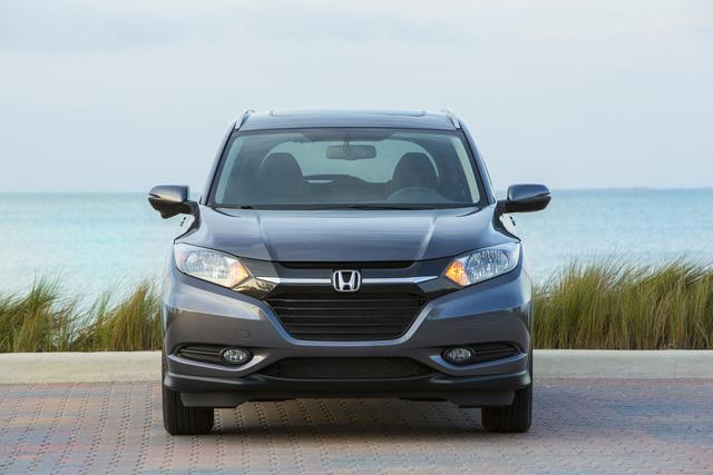 Nếu chọn Honda HR-V LX 2017 với hộp số CVT, khách hàng Mỹ phải trả số tiền ít nhất 20.165 USD, tương đương 450 triệu Đồng. Giá bán của Honda HR-V LX 2017 dẫn động 4 bánh toàn thời gian và hộp số CVT là 21.465 USD, tương đương 478 triệu Đồng.