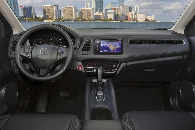 Đắt nhất là Honda HR-V EX-L Navi 2017 dẫn động 4 bánh toàn thời gian với giá 26.140 USD, tương đương 583 triệu Đồng.