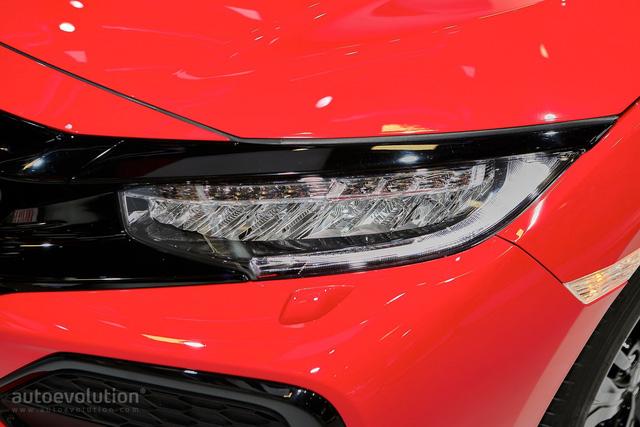 Ngoài ra, Honda Civic Hatchback thế hệ mới ở châu Âu còn dùng chung động cơ 4 xy-lanh, tăng áp, dung tích 1,5 lít với xe tại thị trường Mỹ. Động cơ này sản sinh công suất tối đa 180 mã lực.
