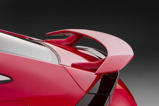 Trên Honda Civic Sedan thế hệ mới, động cơ này tại Mỹ tạo ra công suất tối đa 174 mã lực tại vòng tua máy 5.500 vòng/phút và mô-men xoắn cực đại 220 Nm tại dải vòng tua từ 1.800 - 5.000 vòng/phút.