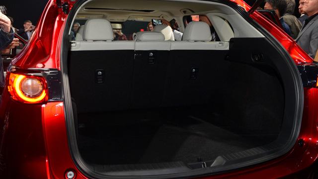 Hiện giá bán của Mazda CX-5 2017 vẫn chưa được công bố. Dự kiến, sau Mỹ, Mazda CX-5 thế hệ mới sẽ tiếp tục trình làng tại nhiều thị trường khác trên thế giới, trong đó có cả Việt Nam.