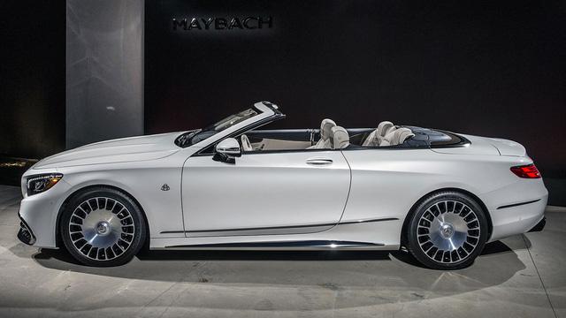 Để tạo sự khác biệt với Mercedes-AMG S65 Cabriolet thông thường, Mercedes-Maybach S650 Cabriolet mới được bổ sung nhiều chi tiết mạ crôm trên thân xe hơn. Khác với mẫu sedan siêu sang Mercedes-Maybach S600, S650 Cabriolet sở hữu chiều dài cơ sở giống hệt Mercedes-AMG S65 Cabriolet thông thường.
