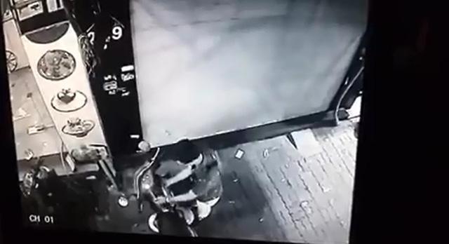 Hà Nội: Thanh niên mặc như trí thức, ăn trộm xe máy trong một nốt nhạc - Ảnh 3.