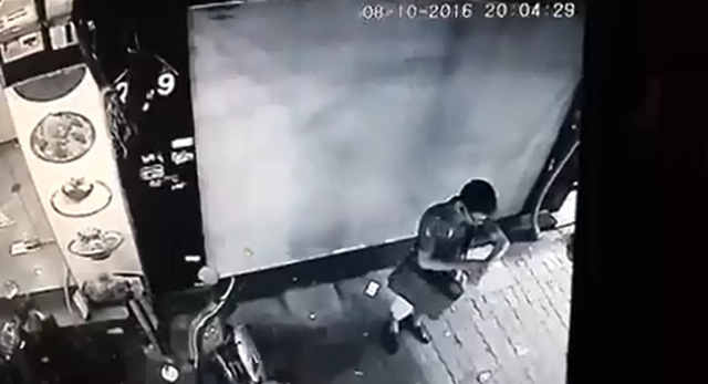 Hà Nội: Thanh niên mặc như trí thức, ăn trộm xe máy trong một nốt nhạc - Ảnh 2.
