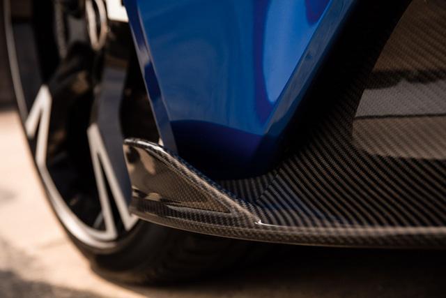 Được biết, Aston Martin Vanquish S có cả 2 kiểu dáng coupe và mui trần mang tên Volante. Giá bán của Aston Martin Vanquish S tại thị trường Mỹ khởi điểm từ 294.950 USD.