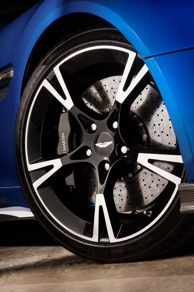 Những chiếc Aston Martin Vanquish S sẽ bắt đầu đến tay khách hàng từ tháng 12 năm nay.