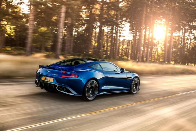 Động cơ của Aston Martin Vanquish S tạo ra công suất tối đa 592 mã lực. Như vậy, so với Vanquish thông thường, Aston Martin Vanquish S mạnh hơn 24 mã lực.