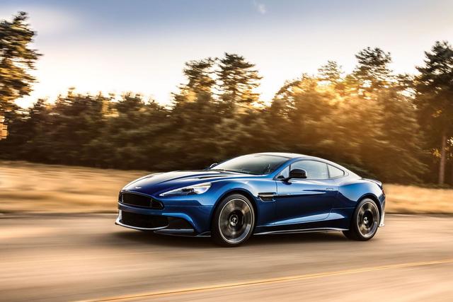 Vanquish, mẫu xe thể thao hạng sang biểu tượng của hãng Aston Martin, đã được bổ sung hàng loạt thay đổi và nâng cấp trước khi trình làng trong triển lãm Los Angeles 2016 hiện đang diễn ra tại thành phố thiên thần, Mỹ. Phiên bản nâng cấp của mẫu xe này được gọi bằng cái tên Aston Martin Vanquish S.