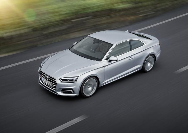 Về hệ dẫn động, Audi A5 Coupe 2018 tại thị trường Mỹ được trang bị máy xăng TFSI 4 xy-lanh, dung tích 2.0 lít và hộp số tự động ly hợp kép S tronic 7 cấp hoặc sàn 6 cấp. Động cơ này tạo ra công suất tối đa 252 mã lực và mô-men xoắn cực đại 370 Nm. Động cơ giúp Audi A5 Coupe 2018 tăng tốc từ 0-96 km/h trong 5,6 giây với bản số tự động và 5,7 giây với bản số sàn.