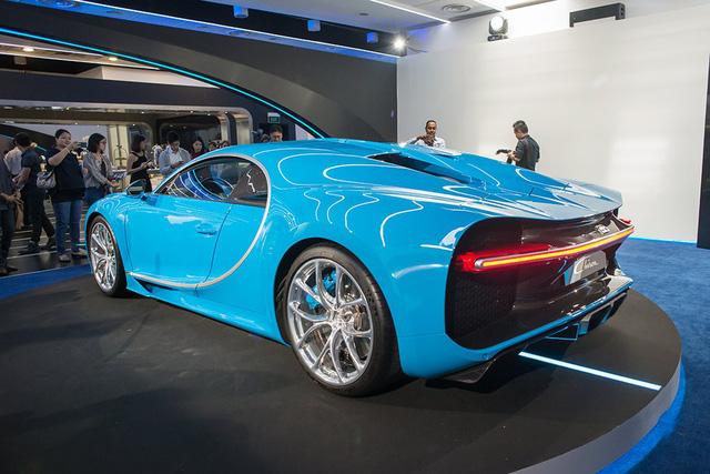 Hiện chưa rõ giá bán của Bugatti Chiron tại thị trường Singapore. Thông thường, xe tại thị trường Singapore thường bị đội giá gấp 2-3 lần so với ở Mỹ. Trong khi đó, Bugatti Chiron tại thị trường Mỹ có giá khởi điểm lên đến 2,6 triệu USD, tương đương 58,3 tỷ Đồng.