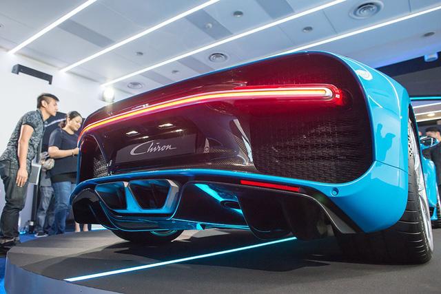 Theo hãng Bugatti, chỉ có đúng 500 chiếc Chiron được sản xuất và bán ra toàn cầu. Đây là số lượng sản xuất tương đương với đàn anh Bugatti Veyron. Hiện đã có hơn 200 khách hàng trên toàn thế giới đặt mua Bugatti Chiron. Những chiếc Bugatti Chiron đầu tiên cũng đã bắt đầu được giao đến tay khách hàng.