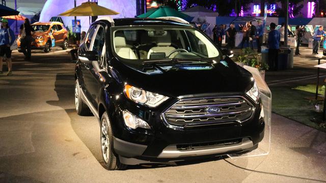 Khách mua Ford EcoSport 2018 có thể chọn 1 trong 7 loại đèn viền khác nhau cho nội thất. Bên cạnh đó là 10 tùy chọn màu sơn ngoại thất khác nhau.