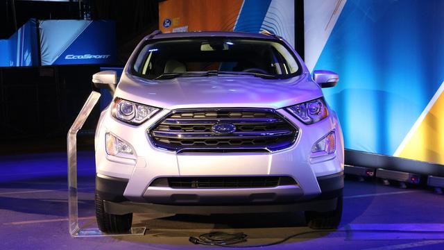 Được phát triển dựa trên cơ sở gầm bệ chung với Fiesta nên Ford EcoSport 2018 khá nhỏ gọn. Ở phiên bản 2018, Ford EcoSport được trang bị phần đầu xe giống Escape và Kuga. Điều này được thể hiện rõ qua lưới tản nhiệt đơn thay vì đôi, cản va trước/sau, hệ thống đèn và la-zăng.