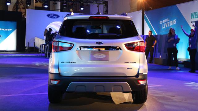 Tại thị trường Mỹ, Ford EcoSport 2018 sẽ được chia thành 4 bản trang bị khác nhau là S, SE, SES và Titanium. Xe có 2 tùy chọn động cơ xăng khác nhau. Đầu tiên là động cơ EcoBoost 3 xy-lanh, dung tích 1.0 lít quen thuộc. Thứ hai là động cơ 4 xy-lanh, dung tích 2.0 lít.