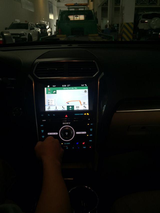 ' Màn hình thông tin giải trí của xe '