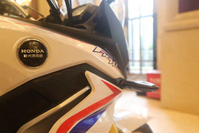 Trái tim của Honda CBF190X 2017 là khối động cơ xy-lanh đơn, SOHC, làm mát bằng không khí, dung tích 184 cc. Động cơ tạo ra công suất tối đa 15 mã lực tại vòng tua máy 11.000 vòng/phút và mô-men xoắn cực đại 15 Nm tại vòng tua máy 7.000 vòng/phút đồng thời kết hợp với hộp số 5 cấp.