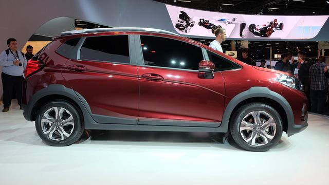Hiện hãng Honda chưa cung cấp hình ảnh cụ thể của không gian bên trong WR-V. Các thông số kỹ thuật cụ thể của mẫu crossover cỡ nhỏ này cũng được giữ kín.