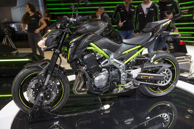 Khi có mặt trên thị trường, Kawasaki Z900 sẽ cạnh tranh với những đối thủ như FZ-09/XSR900 và Triumph Street Triple. Thế mạnh của Kawasaki Z900 trong phân khúc naked bike chính là sự cân bằng giữa công suất động cơ và khả năng xử lý linh hoạt.