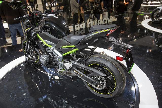 Đồng thời, Z900 sẽ được định vị thấp hơn mẫu naked bike thần thánh Z1000 trong dòng sản phẩm của Kawasaki.