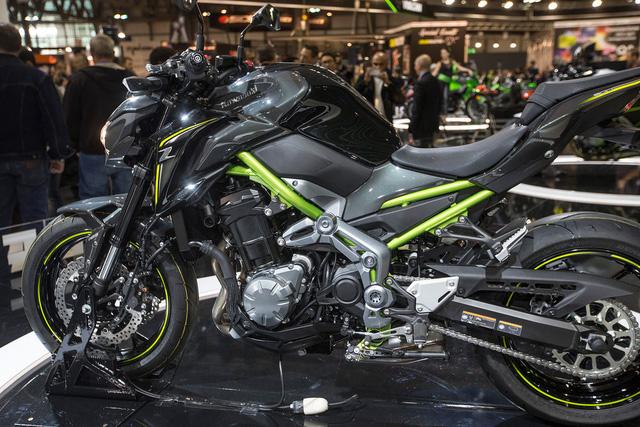 Động cơ kết hợp với hộp số 6 cấp vốn là điều mà nhiều người mong muốn Kawasaki Z800 có. Thêm vào đó là công nghệ hỗ trợ và chống trượt bánh khi dồn số gấp.