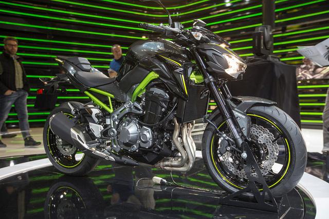 Trong triển lãm EICMA 2016 diễn ra tại Milan, Ý, hãng Kawasaki đã trình làng cặp đôi mô tô mang kiểu dáng naked bike mới là Z650 và Z900 2017. Nếu như Z650 ra đời để thay thế ER-6n thì Kawasaki Z900 lại là kẻ kế nhiệm Z800.