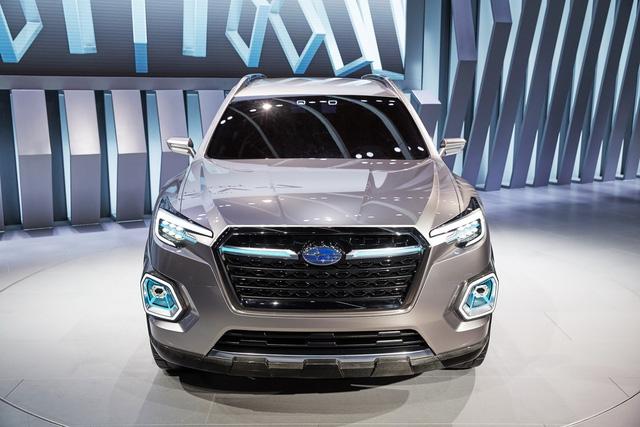 Không chỉ đồ sộ hơn xe SUV cỡ trung thông thường, Subaru Viziv-7 còn gây ấn tượng với thiết kế vuông vắn và đầm chắc.