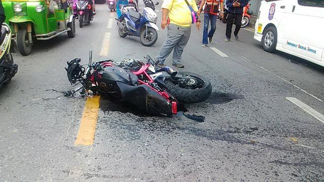 Chiếc Honda CB650F bị vỡ nát đầu xe.