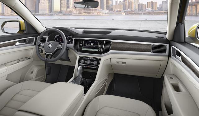 Điểm nhấn của Volkswagen Atlas 2018 chính là không gian nội thất 7 chỗ. Theo hãng Volkswagen, Atlas 2018 có đủ chỗ cho 7 người ngồi, đi kèm hành lý. Ngoài ra, Volkswagen Atlas 2018 còn được trang bị hàng ghế thứ 3 tập tùy ý.