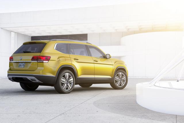 Nếu muốn xe mạnh mẽ hơn, người mua Volkswagen Atlas 2018 có thể chọn động cơ xăng 6 xy-lanh, dung tích 3,6 lít với công suất tối đa 280 mã lực. Cả hai động cơ đều kết hợp với hộp số tự động 8 cấp.