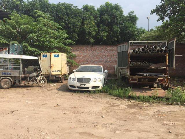 Chiếc Bentley Continental GTC này được cho định cư tại bãi đỗ xe này gần 2 tháng.