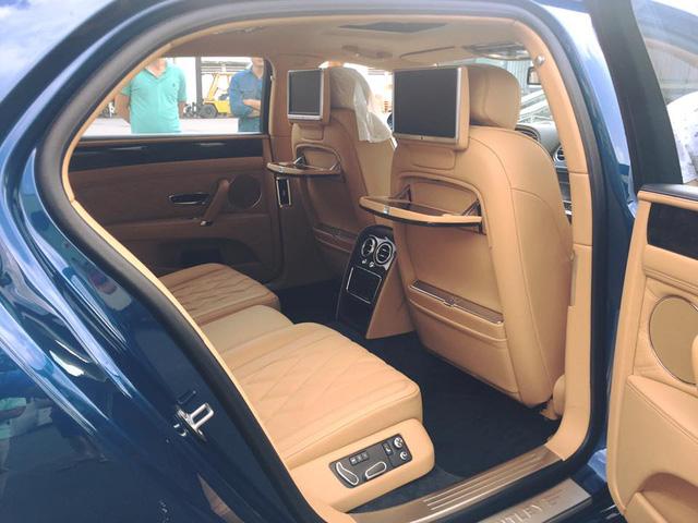 Bentley Flying Spur V8 màu lạ cập bến Việt Nam - Ảnh 5.