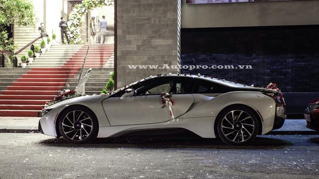 Có thể nhận thấy, sau hơn một năm đình đám tại thị trường Việt Nam, mẫu xe thể thao BMW i8 vẫn chưa có dấu hiệu hạ nhiệt khi liên tiếp được các tay chơi Việt thu nạp vào bộ sưu tập của mình. Ngoài ra, những chiếc BMW i8 đã qua sử dụng với giá bán từ 4,8 đến 5,3 tỷ Đồng cũng là mức giá dễ thở cho các chủ nhân mới.