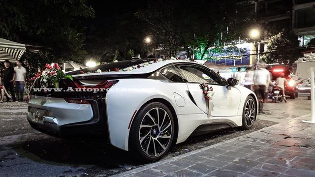 Nhiều nguồn tin cho hay, một thiếu gia Hải Phòng đã chi ra số tiền 7 tỷ Đồng để tậu chiếc BMW i8 nhằm giúp ngày vui trọng đại của mình trở nên ấn tượng hơn.