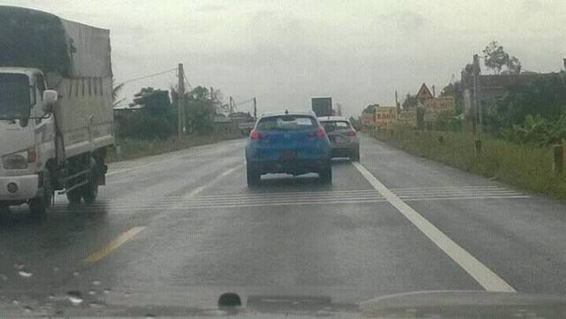 Cặp đôi Mazda CX-3 chạy thử tại Việt Nam. Ảnh: Lê Hà