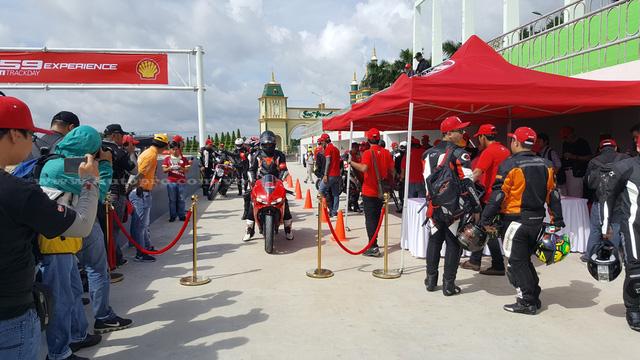 Đã có gần 200 biker Việt đăng ký cầm lái những mẫu xe hàng hot của Ducati như Monster 821, Multistrada 1200, Scrambler và đặc biệt là mẫu siêu mô tô Ducati 959 Panigale.