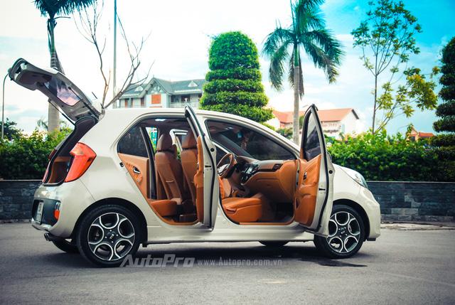 ' Tuy nhiên, sau một thời gian sử dụng, người chủ sống tại Thanh Hóa đã quyết định thay đổi toàn bộ không gian nội thất bên trong của để tạo sự phá cách cho một chiếc ô tô thường hay bị gọi là xe cỏ như Kia Morning. '