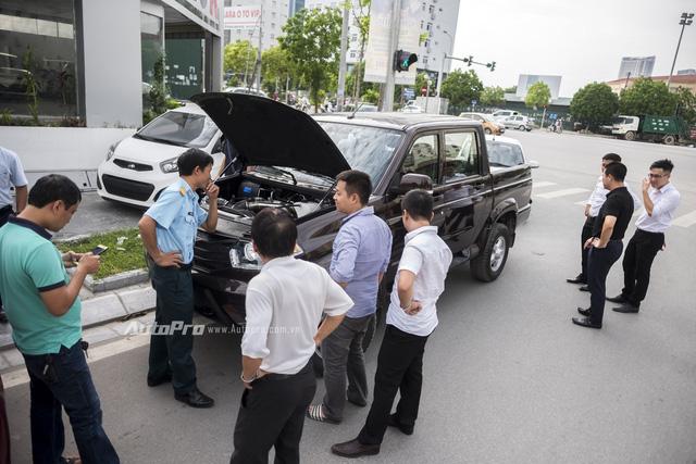 Uaz Pickup thu hút được sự quan tâm của nhiều khách hàng trong nước. Nhưng khi được hỏi về ý định mua chiếc xe bán tải Nga này thì nhiều khách hàng cho biết có lẽ mẫu xe này hợp với những tay chơi offroad cần một chiếc xe đủ rẻ, dễ sửa để trải nghiệm hơn là những khách hàng tiêu dùng thông thường.