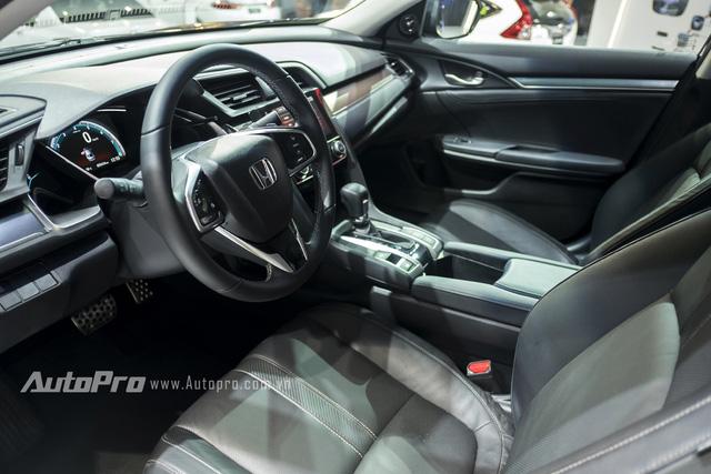 Không gian nội thất bên trong của Honda Civic thế hệ mới cũng được thay đổi đáng kể để mang lại cảm giác hiện đại và tiện lợi hơn.