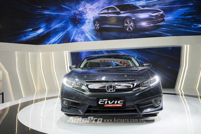 Trong số hàng loạt những mẫu xe được ra mắt tại triển lãm Ô tô Việt Nam (VMS) 2016, Honda Civic thế hệ mới với nhiều cải tiến được nhiều người tiêu dùng quan tâm nhất.
