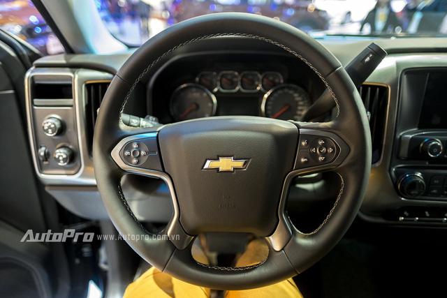 Cận cảnh chi tiết Chevrolet Silverado 2017 từ ngoại thất đến nội thất 12