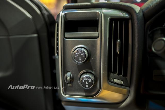 Cận cảnh chi tiết Chevrolet Silverado 2017 từ ngoại thất đến nội thất 15