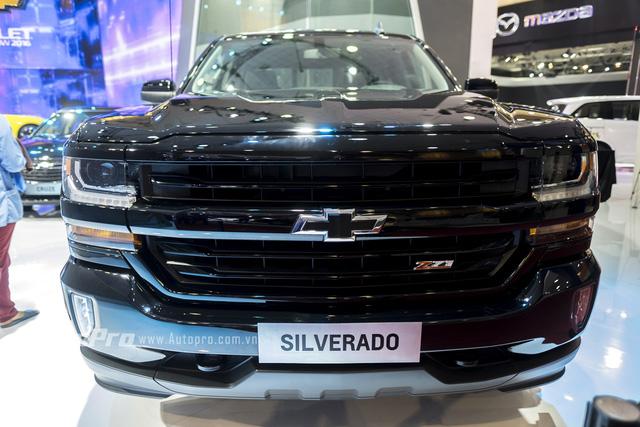 Cận cảnh chi tiết Chevrolet Silverado 2017 từ ngoại thất đến nội thất 3