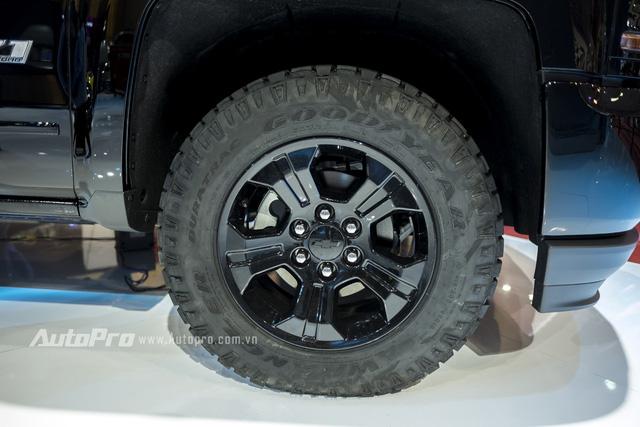 Cận cảnh chi tiết Chevrolet Silverado 2017 từ ngoại thất đến nội thất 6