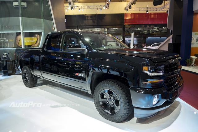 Cận cảnh chi tiết Chevrolet Silverado 2017 từ ngoại thất đến nội thất 8